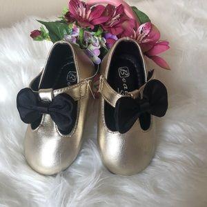 NWOT Baby Girl Bowknot First Walker Gold Ballerina